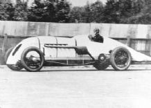 BABS John Cobb at speed in Parry Thomas car 1926